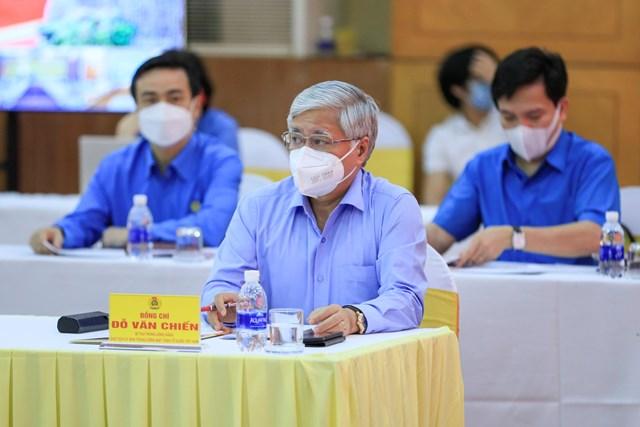 Chủ tịch Đỗ Văn Chiến cùng các đại biểu tham dự Hội nghị.