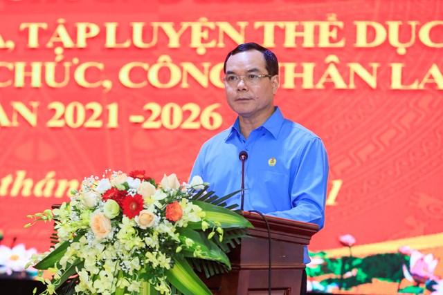 Chủ tịch Tổng Liên đoàn Lao động Việt Nam Nguyễn Đình Khang phát biểu tại Hội nghị.