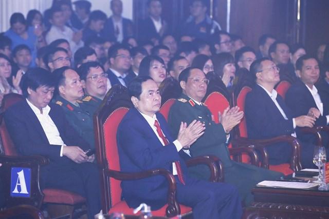 Chủ tịch Trần Thanh Mẫn và các đại biểu dự Lễtrao Giải thưởng Tuổi trẻ sáng tạo toàn quốc năm 2020.