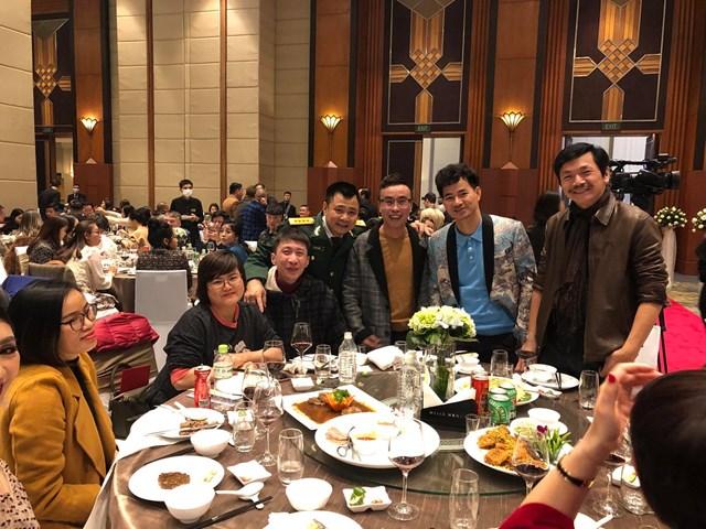 Nghệ sĩ Trung Anh, Xuân Bắc, Tự Long đến chung vui cùng tổ ấm mới của NSND Công Lý.