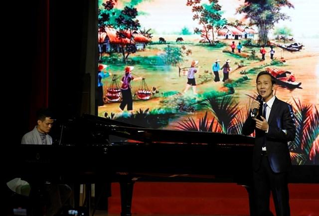 Ca sĩ Nhật Minh.