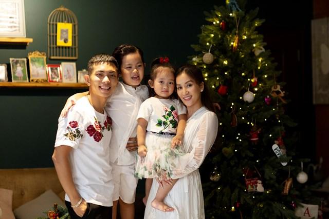 Hiện Khánh Thi đang đảm nhận vai trò huấn luyện viên cho chồng.