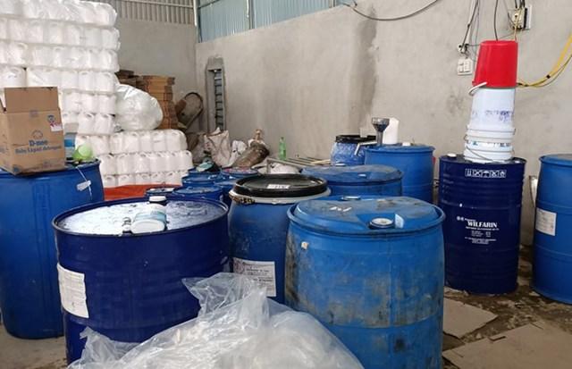 Chiết xuất 15 tấn chất tẩy rửa gắn mác thương hiệu lớn đem đi tiêu thụ