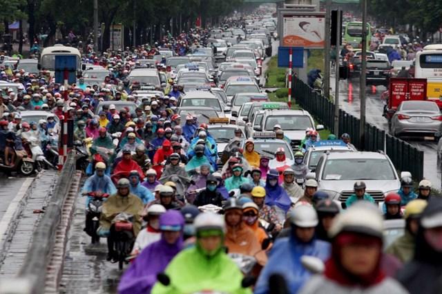 Cảnh thường thấy trong giờ cao điểm ở Hà Nội.