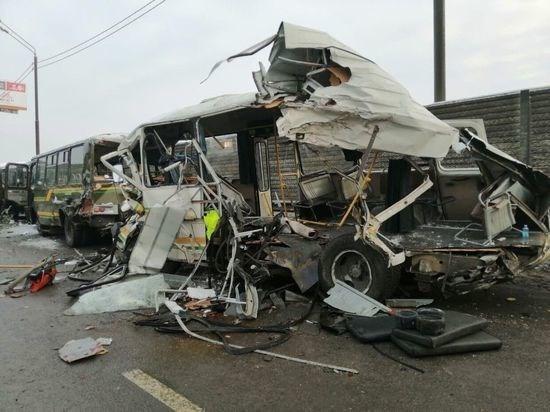 Xe tải hạng nặng đâm vào đoàn xe quân sự Nga, 47 người thương vong - Ảnh 1