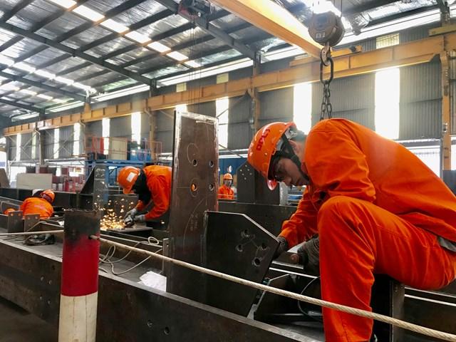 Các doanh nghiệp trong nước vẫn đang rất khó khăn để duy trì hoạt động sản xuất, kinh doanh.
