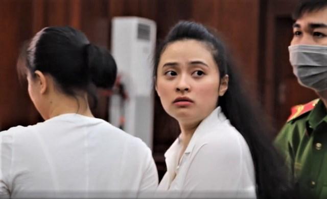 Hotgirl Ngọc Miu tại tòa ngày 14/1.