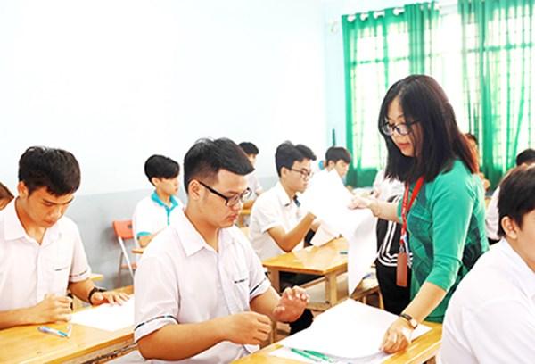 Thi lên THPT hay học nghề là lựa chọn khó khăn với nhiều học sinh.