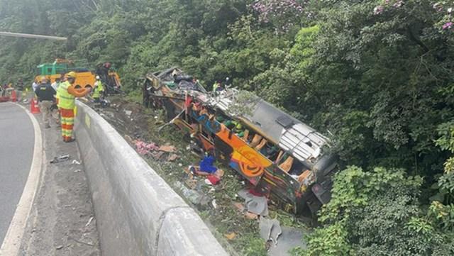 Brazil: Lật xe khách trên đường cao tốc, hơn 18 người thiệt mạng - Ảnh 1