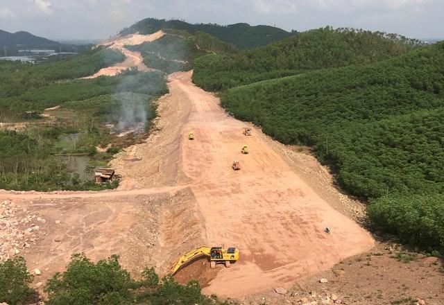 Các đơn vị đang thi công tại Dự án Cam Lộ - La Sơn..