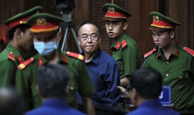 Nguyên Phó Chủ tịch UBND TPHCM Nguyễn Thành Tài bị xét xử trong vụ liên quan đến khu đất vàng 8-12 Lê Duẩn (Q.1).