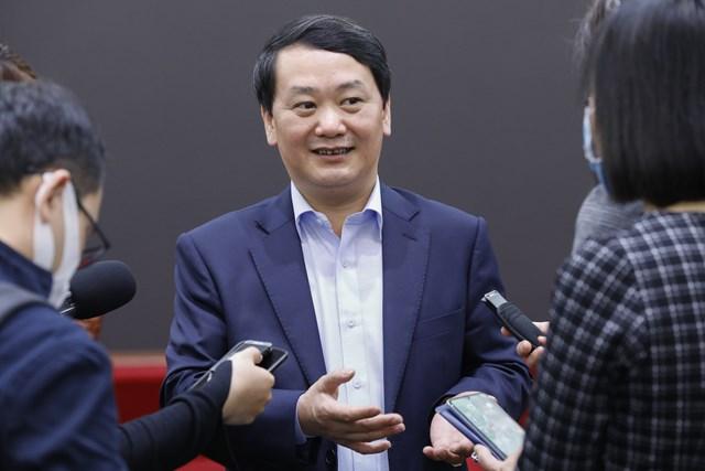 Ủy viên Trung ương Đảng, Phó Chủ tịch - Tổng Thư ký UBTƯ MTTQ Việt Nam Hầu A Lềnh với báo chí.