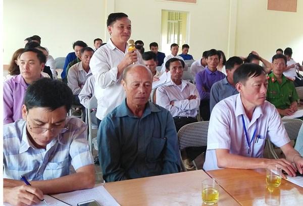 Người dân nêu ý kiến tại Hội nghị tiếp xúc đối thoại trực tiếp với nhân dân xã Sàng Ma Sáo (Lào Cai) do Ủy ban MTTQ Việt Nam tỉnh Lào Cai tổ chức.