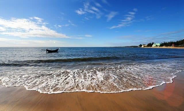 Tỉnh Quảng Trị sở hữu nhiều bãi biển đẹp, thu hút khách du lịch.