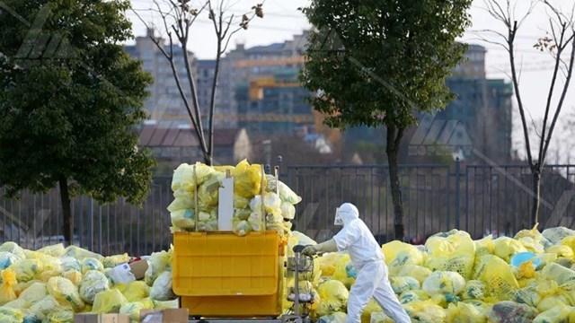 Công tác thu gom xử lý chất thải y tế đặc biệt quan trọng trong thời điểm dịch bệnh.