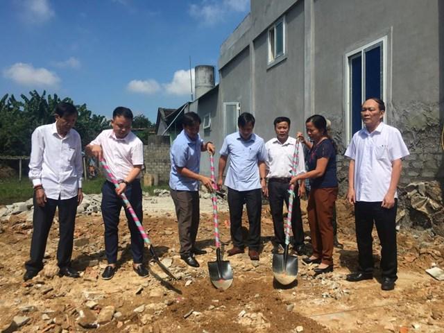 Hội Hỗ trợ gia đình liệt sỹ Nghệ An khởi công xây dựng nhà tình nghĩa cho bà Trần Thị Luyến - mẹ liệt sỹ Cao Văn Duận trú tại huyện Diễn Châu.