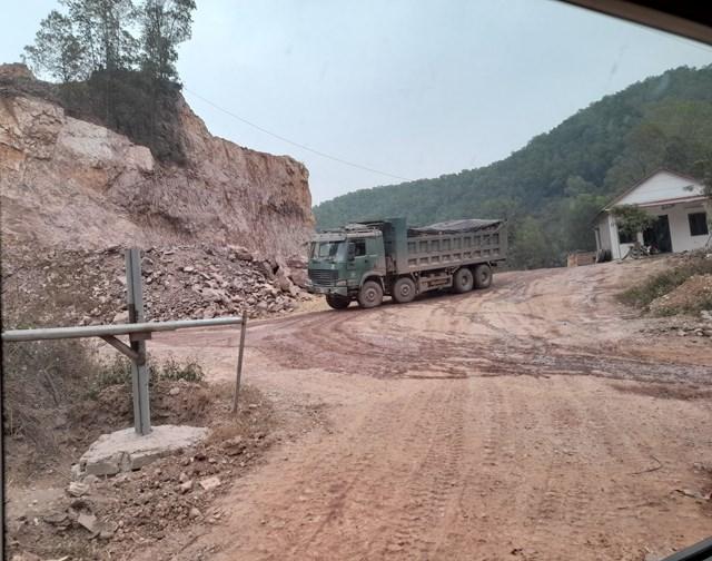 Mỏ đất Quốc Kỳ tại Núi Rùa, tiểu khu 6, thị trấn Nham Biền, huyện Yên Dũng.