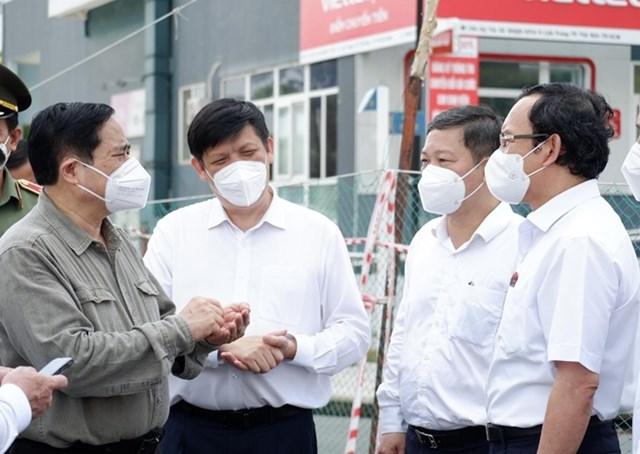 Thủ tướng Chính phủ Phạm Minh Chính trao đổi với với lãnh đạo Bộ Y tế và TP HCM về công tác phòng, chống dịch Covid-19.