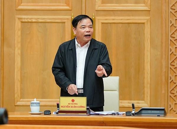 Bộ trưởng Bộ NN&PTNT Nguyễn Xuân Cường báo cáo thêm tại phiên họp. Ảnh: VGP/Quang Hiếu.