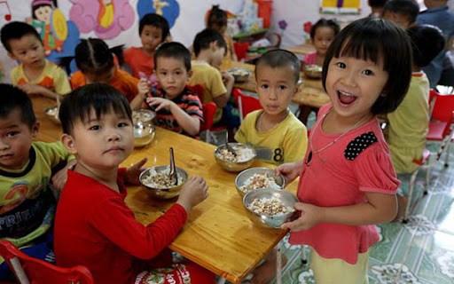 Một bộ phận trẻ mẫu giáo sẽ được hỗ trợ bữa ăn trưa.