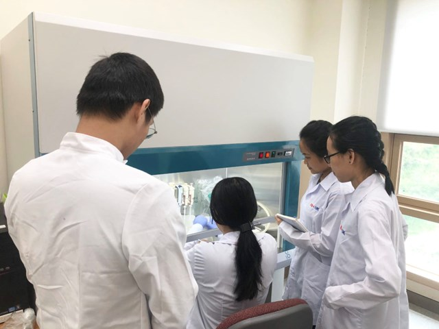 Nghiên cứu y học cơ sở đòi hỏi phải có phương tiện hiện đại.
