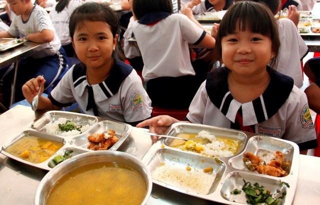 Bữa ăn học đường đảm bảo chất lượng góp phần vào cân bằng dinh dưỡng cần thiết cho trẻ em.
