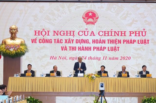 Thủ tướng Nguyễn Xuân Phúc chủ trì Hội nghị tại đầu cầu Trụ sở Chính phủ, Hà Nội. Ảnh: VGP/Quang Hiếu.