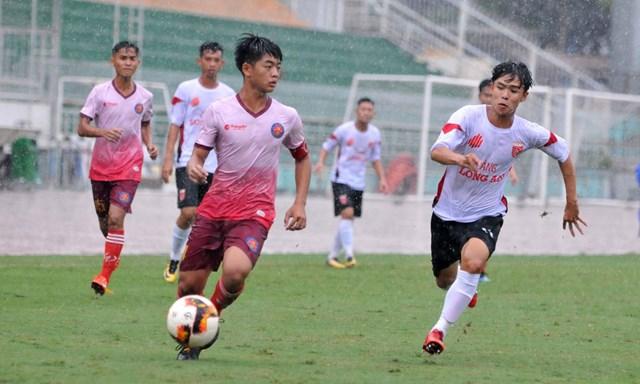 U17 Sài Gòn trong một trận đấu với U17 Long An.