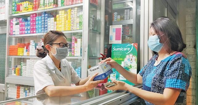 Không tự ý mua thuốc kháng sinh để điều trị bệnh.