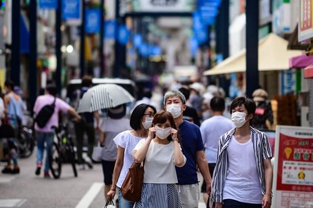 Trên đường phố Tokyo (Nhật Bản).