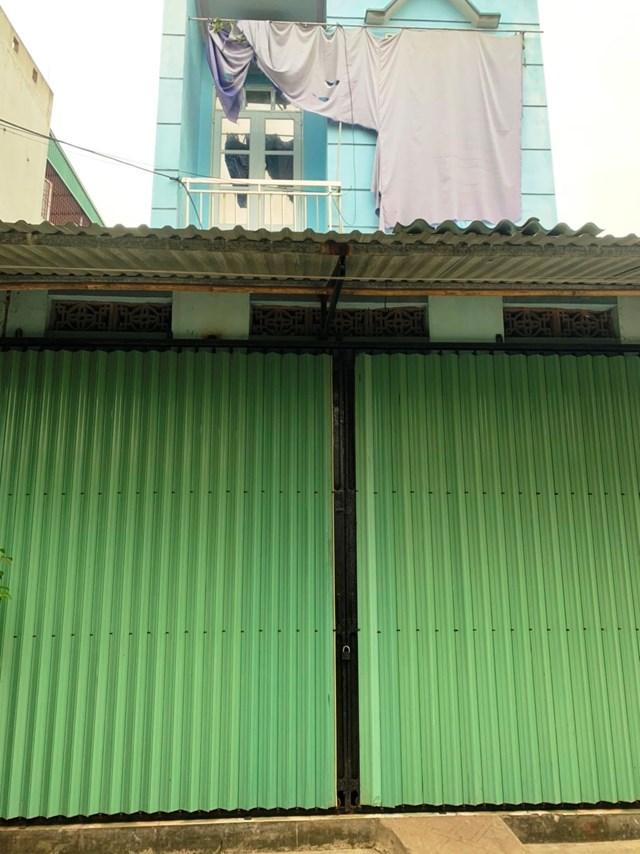 Căn nhà bà Hương khóa cửa sau khi tuyên bố vỡ nợ.