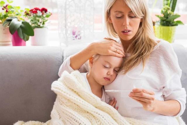 Trẻbị sốt rất cao (104 ° F / 40 ° C)- Bạn nên đưa trẻ đi khám, đặc biệt nếu trẻ sốt cao dai dẳng và ở độ tuổi từ 6 tháng đến 6 tuổi.Điều này là do trẻ có nguy cơ cao bị co giật do sốt.