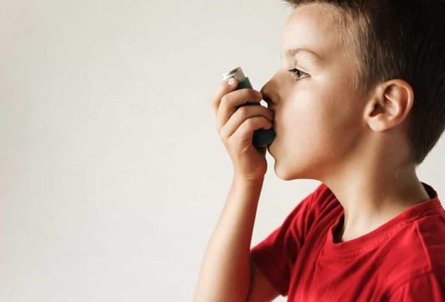 Thở khò khè - Khò khè không phải nghe rõ, vì vậy nếu con bạn đang thở khò khè, đưa họ đến bác sĩ ngay lập tức.