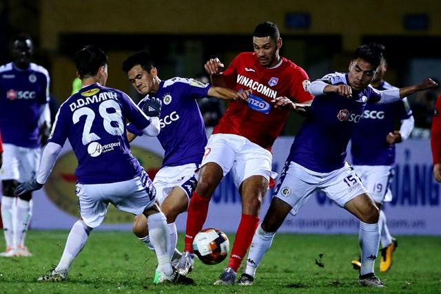 Một pha thi đấu tích cực của Than Quảng Ninh.