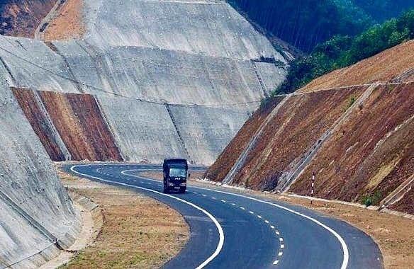 Tuyến cao tốc Cam Lộ - La Sơn dự kiến hoàn thành vào năm 2021.