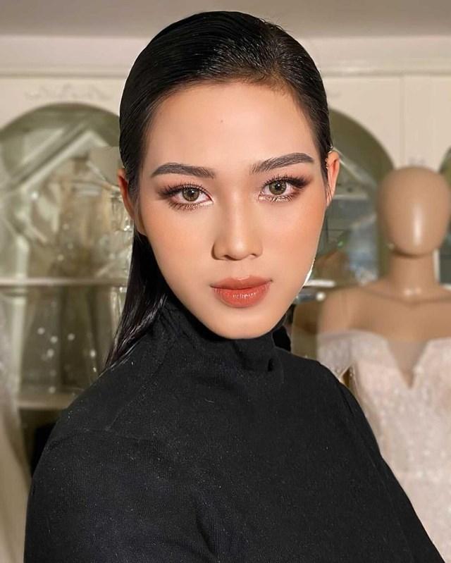 Hoa hậu xứ Thanh được khen hợp với kiểu trang điểm mới, giúp nhan sắc cô thu hút hơn.