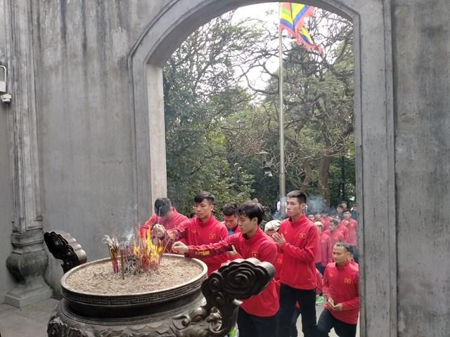 [ẢNH] Thầy trò HLV Park Hang Seo thắp hương tưởng niệm các Vua Hùng - Ảnh 4