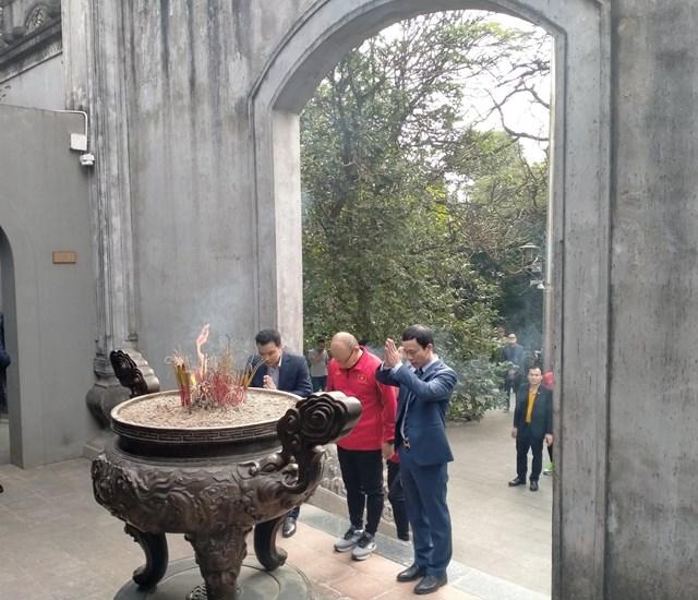 [ẢNH] Thầy trò HLV Park Hang Seo thắp hương tưởng niệm các Vua Hùng - Ảnh 3