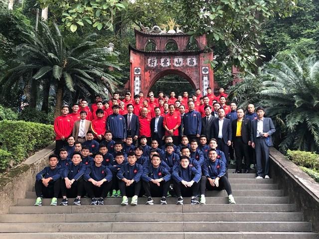 [ẢNH] Thầy trò HLV Park Hang Seo thắp hương tưởng niệm các Vua Hùng - Ảnh 5