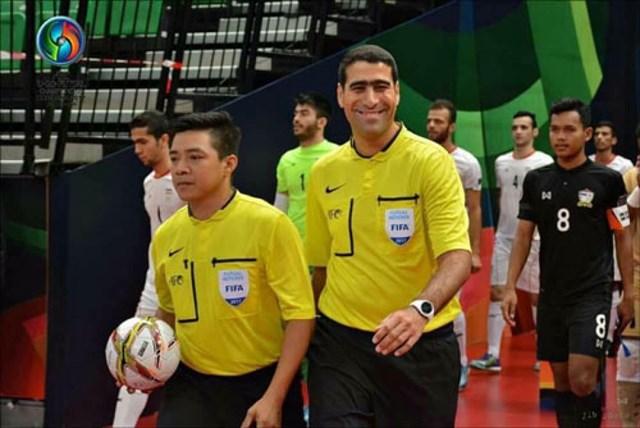 Trọng tài Trương Quốc Dũng (trái) lần thứ 2 được FIFA mời làm nhiệm vụ tại VCK World Cup Futsal. Ảnh: AFC.
