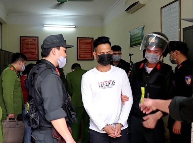 """Nguyễn Công Dũng bị di lý về Hòa Bình để phục vụ điều tra tội """"Giết người""""."""