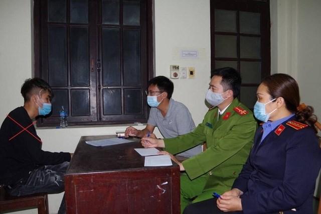 Trần Mạnh Hùng tại cơ quan Công an.