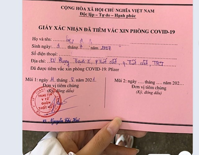 Trung tâm Y tế quận Thốt Nốt xác nhận một trường hợp sinh năm 2007 cư trú ở phường Thốt Nốt (quận Thốt Nốt, TP Cần Thơ) đã được tiêm mũi 1 vaccine Pfizer vào ngày 11/8/2021.