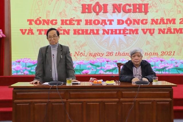 GS. TS Nguyễn Lân Dũng, Chủ nhiệm HĐTV phát  biểu tại hội nghị.