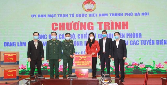 UBMTTQ thành phố Hà Nội tiếp nhận ủng hộ phòng, chống Covid – 19 từ các đơn vị.