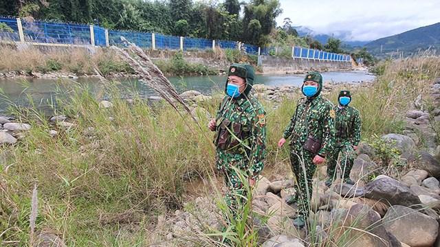 Bất chấp thời tiết giá rét, CBCS biên phòng Bình Liêu vẫn giữ vững quân số, triển khai nghiêm ngặt các phương án tuần tra biên giới, phát hiện và ngăn chặn kịp thời các trường hợp xuất nhập cảnh trái phép, đảm bảo an toàn phòng, chống dịch Covid-19.