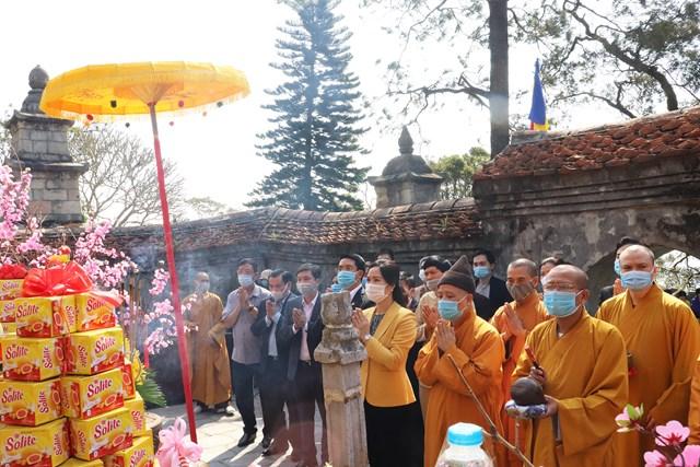 Nghi lễ cầu cho quốc thái dân an tại khu vực tháp Tổ. Ảnh: Báo Quảng Ninh.