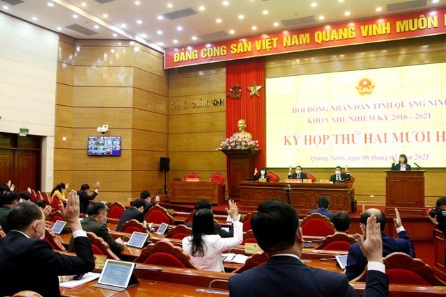 Đại biểu HĐND tỉnh Quảng Ninh thông qua Nghị quyết dành tối thiểu 500 tỷ đồng sẵn sàng cho việc mua vắc xin phòng ngừa Covid-19 và triển khai tiêm phòng cho toàn dân trên địa bàn tỉnh.