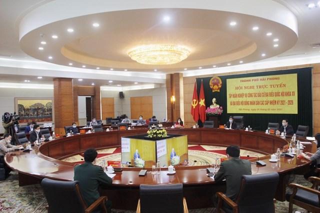 Các Ủy viên UB bầu cử Hải Phòng tham dự buổi tập huấn nghiệp vụ bầu cử do Bộ Nội vụ hướng dẫn.