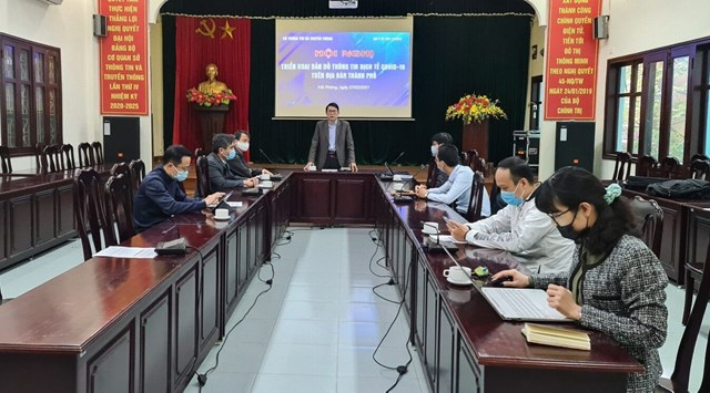 Ông Lê Văn Kiên, Phó Giám đốc Sở Thông tin và Truyền thông phát biểu tại buổi bàn giao Bản đồ thông tin dịch tễ Covid-19 cho Sở Y tế.